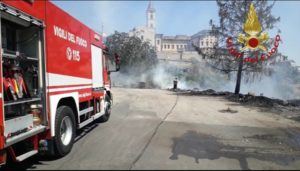 Frosinone: incendio sterpaglie e potature