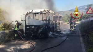 Latina: incendio bus
