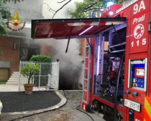 Roma: incendio autorimessa