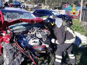 Latina: incidente stradale