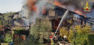 Roma: incendio di una villa