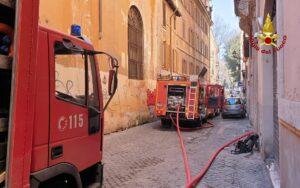 Roma: incendio di una abitazione