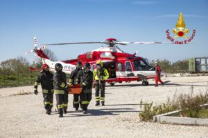 Roma: esercitazione con elicottero AW 139 presso l'Ospedale dei Castelli