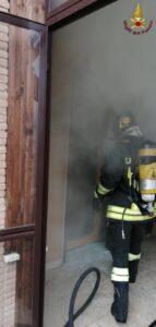 Roma: incendio di un appartamento