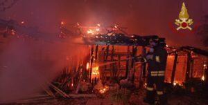 Frosinone: incendio di una rimessa agricola
