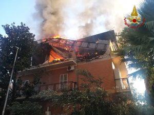 Roma: esplosione in una palazzina