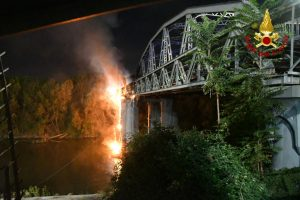 Roma: Incendio al Ponte dell'Industria